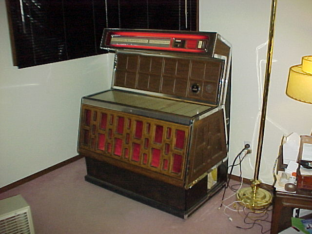 ami rowe ti 2 woodbridge jukebox of 1974 at. Black Bedroom Furniture Sets. Home Design Ideas