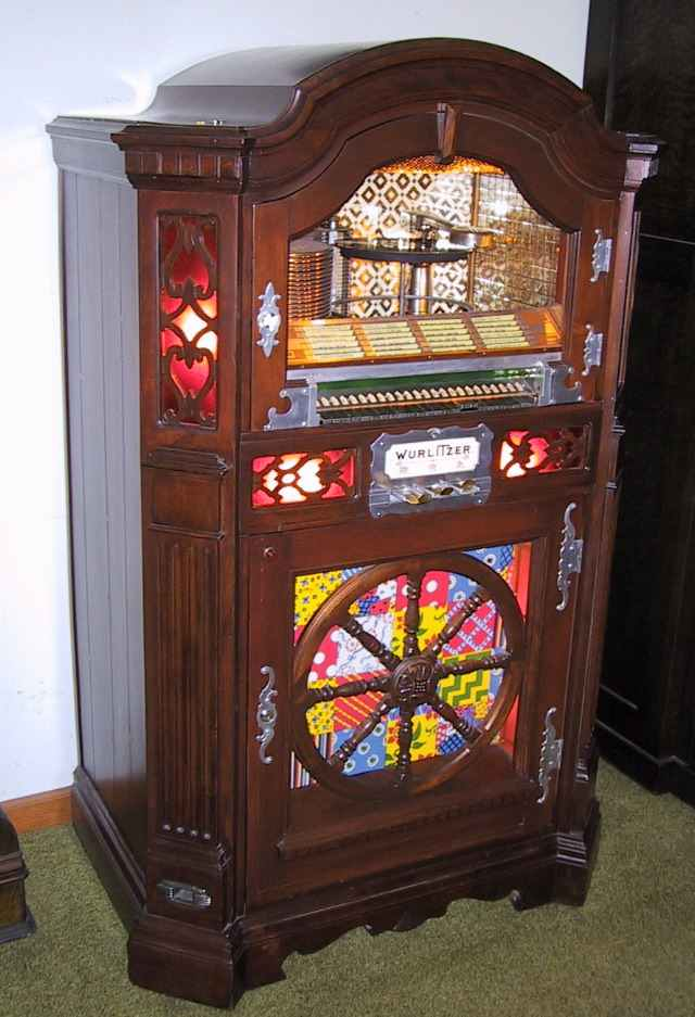 Wurlitzer Model 780 Jukebox of 1941 at www pinballrebel com