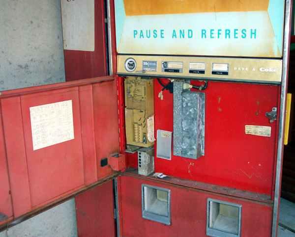 Classic Coca Cola Vendo 216 1 Soda Amp Coke Vending Machine
