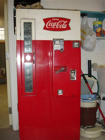Classic Coca Cola Vendo 81N Soda Coke Vending Machine Of 1960s